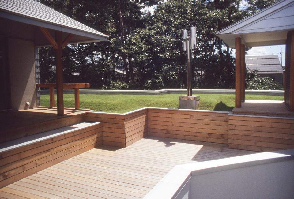 【雑木林の中の回遊住宅】屋上庭園に点在するアトリエの写真5