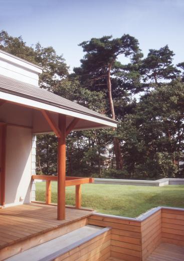 【雑木林の中の回遊住宅】屋上庭園に点在するアトリエの写真6
