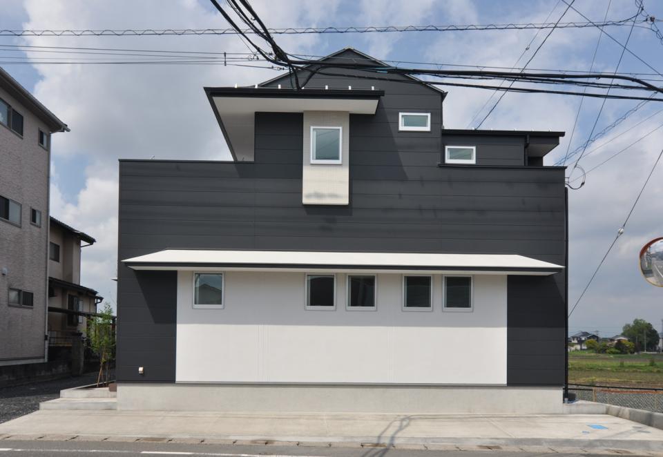 T字路の突き当たり:クルマとヒトを分離する家の写真1
