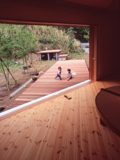 南向き 三角形のリビング&デッキ庭桟橋の家の写真0