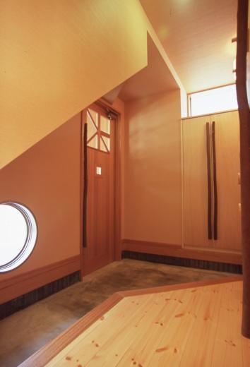南向き 三角形のリビング&デッキ庭桟橋の家の写真12