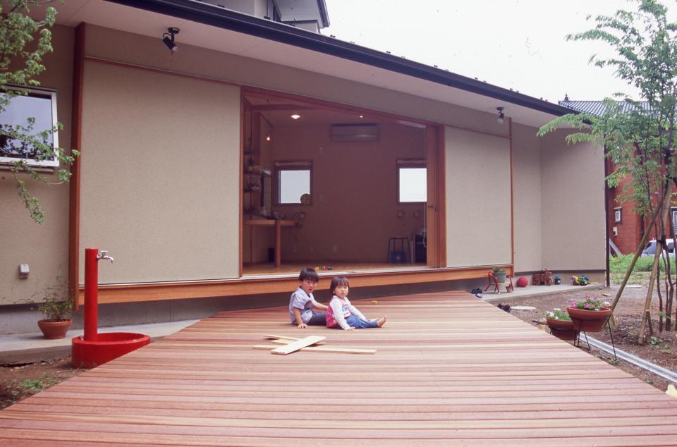 南向き 三角形のリビング&デッキ庭桟橋の家の写真17