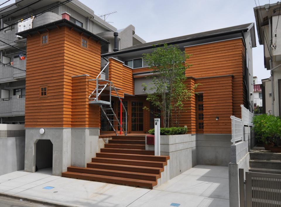 雛壇ステージ&中庭デッキテラスの家の写真0