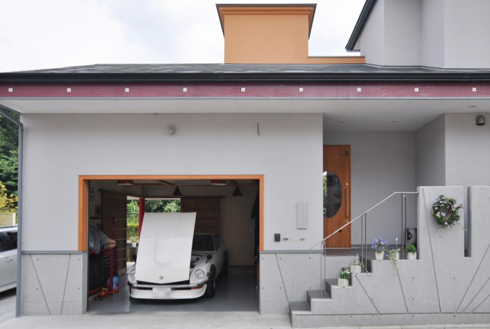 ガレージ&ロフト 吹き抜けリビングの家の写真2