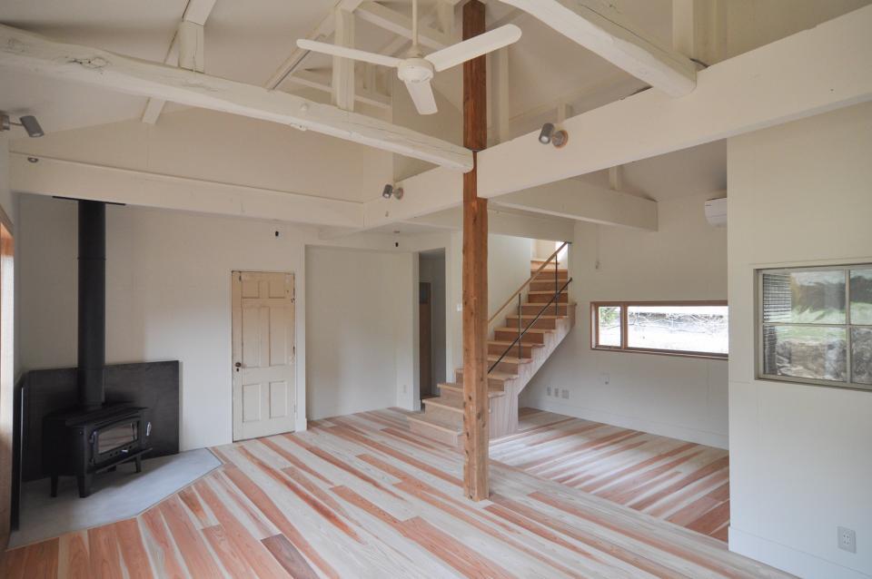 アンティーク部材(施主支給)と塗装仕上げの家の写真0