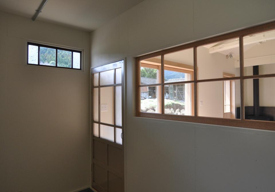 アンティーク部材(施主支給)と塗装仕上げの家の写真11
