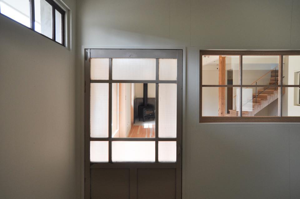 アンティーク部材(施主支給)と塗装仕上げの家の写真12