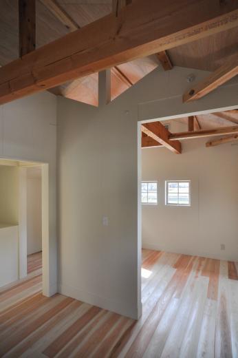 アンティーク部材(施主支給)と塗装仕上げの家の写真15