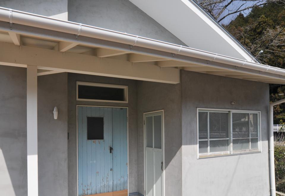 アンティーク部材(施主支給)と塗装仕上げの家の写真17