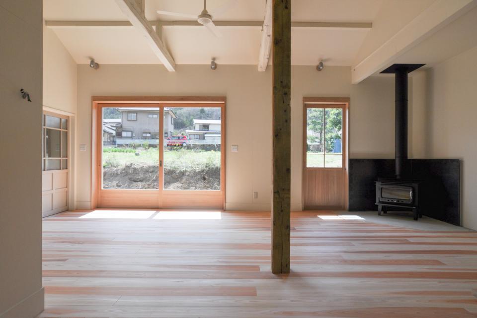 アンティーク部材(施主支給)と塗装仕上げの家の写真1