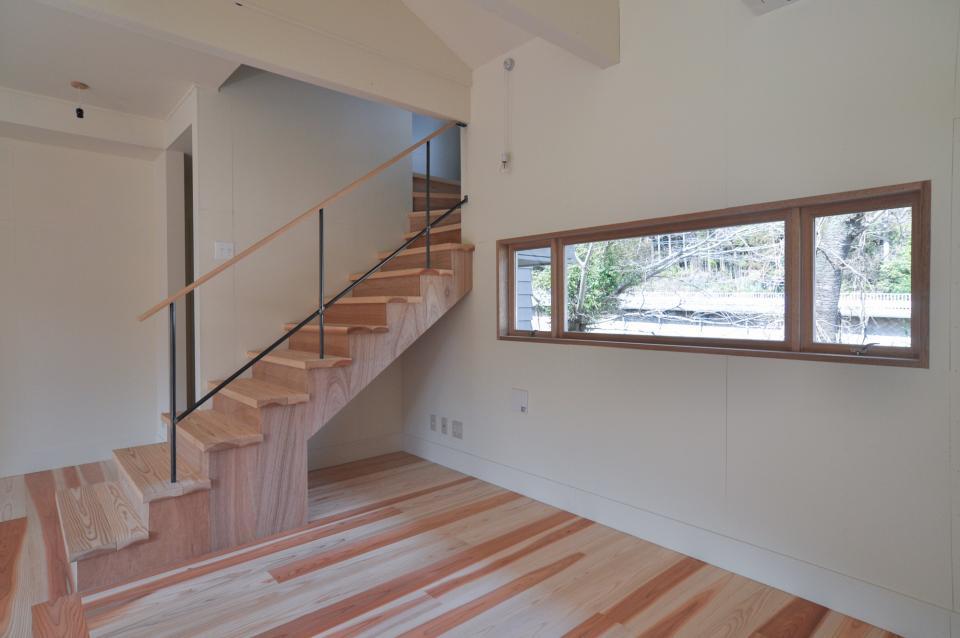 アンティーク部材(施主支給)と塗装仕上げの家の写真3