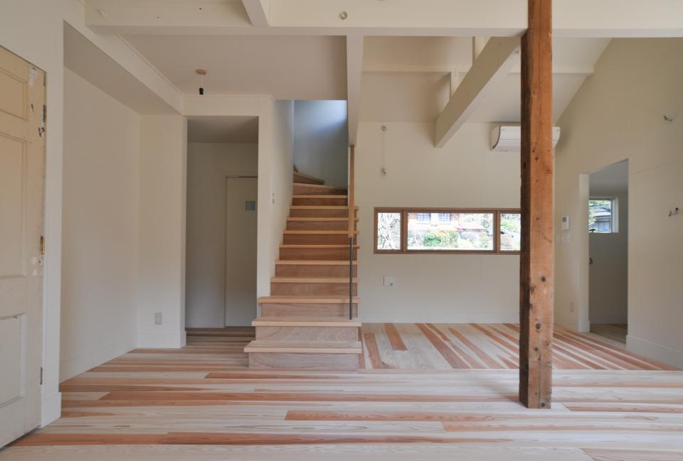 アンティーク部材(施主支給)と塗装仕上げの家の写真4