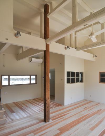 アンティーク部材(施主支給)と塗装仕上げの家の写真5