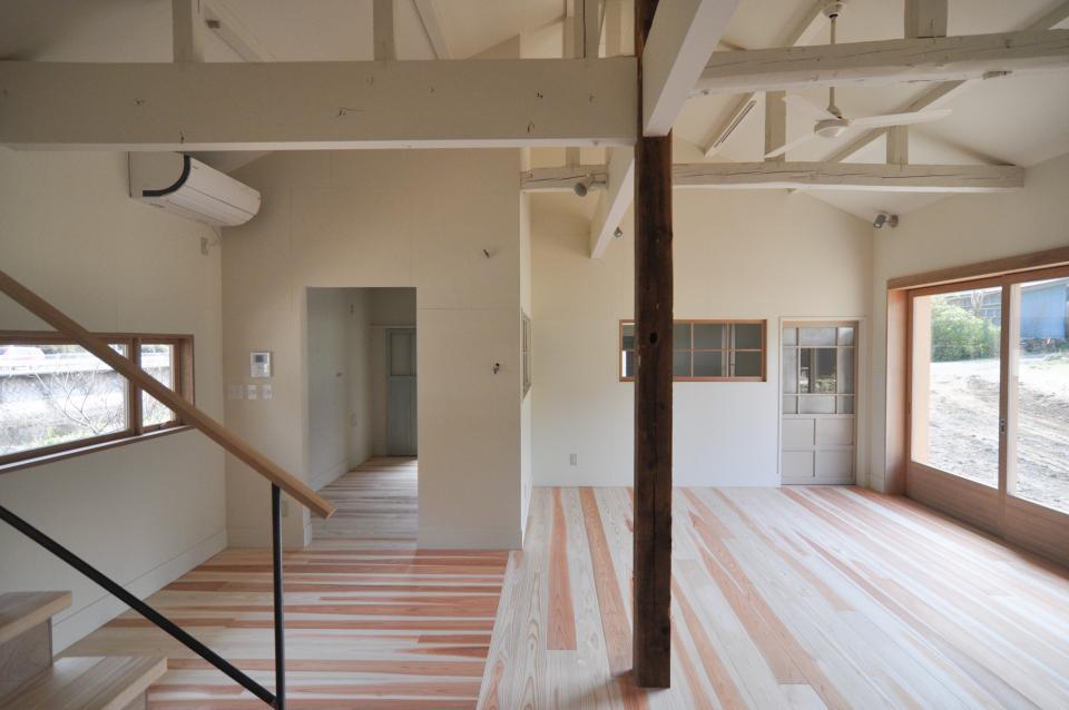 アンティーク部材(施主支給)と塗装仕上げの家の写真6