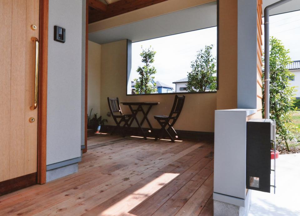外で音楽を聴いてもいいよね 屋根のあるアウトドアリビングの写真11