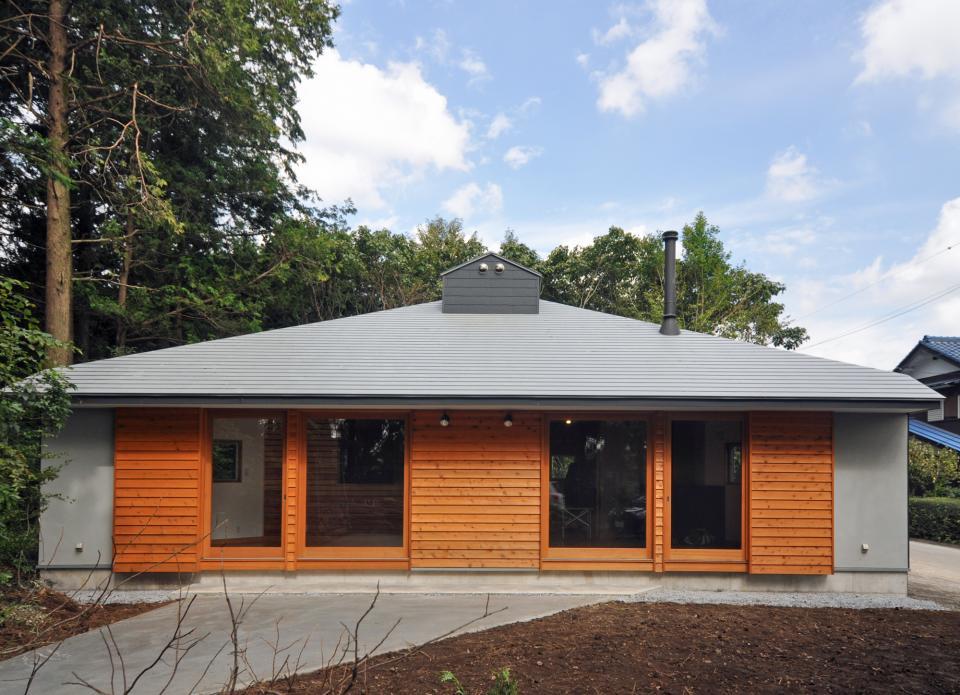 武蔵野・雑木林の中に建つ平屋の写真0