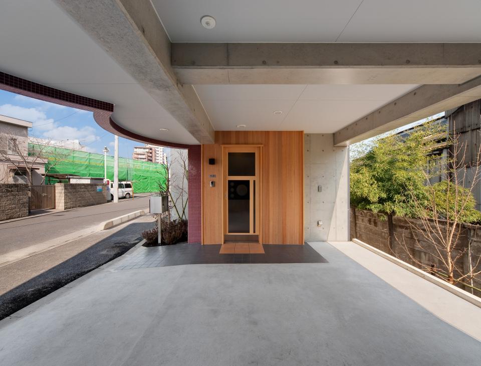 極小住宅 鉄筋コンクリート造 (3F+B1)の縦方向の広がりの写真2