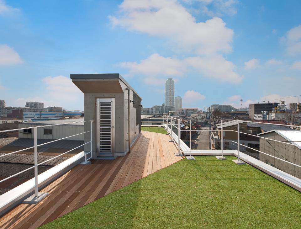 極小住宅 鉄筋コンクリート造 (3F+B1)の縦方向の広がりの写真3