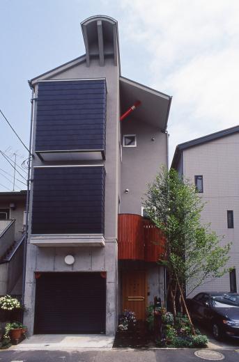 [1F:RC造+2.3F:木造の混構造] 極小3階建て住宅の写真2