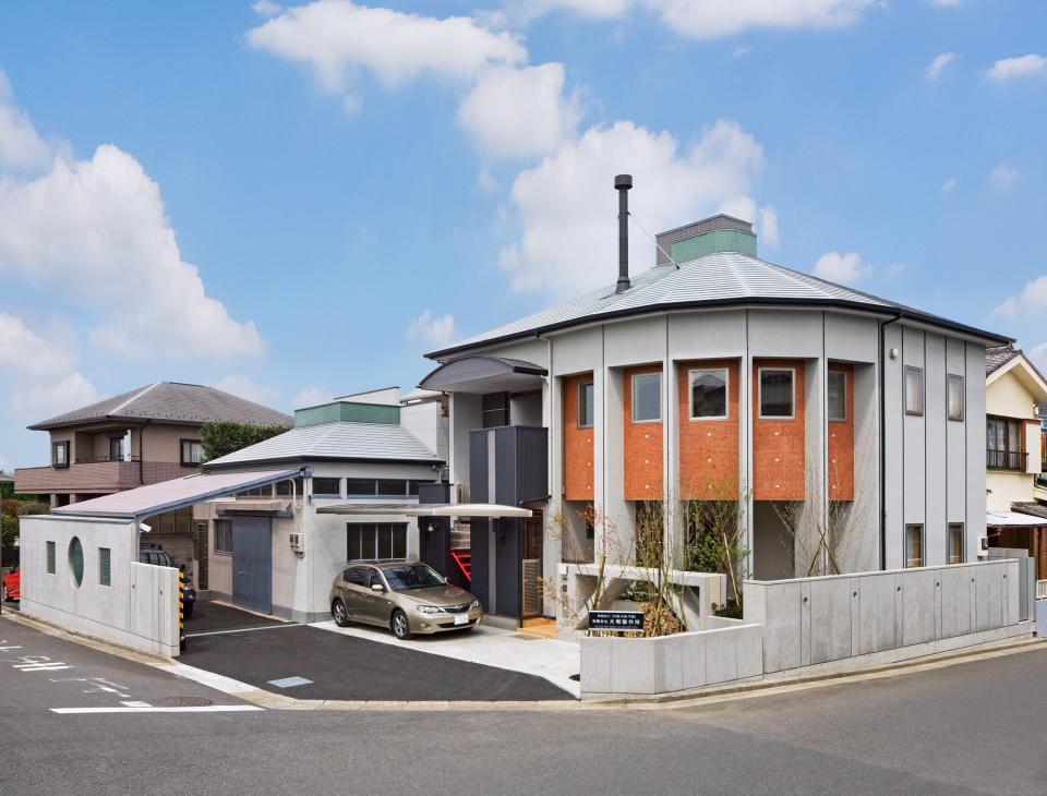 職住近接の暮らし (既存減築工場+新築住宅) 多角形の2階リビングの写真0