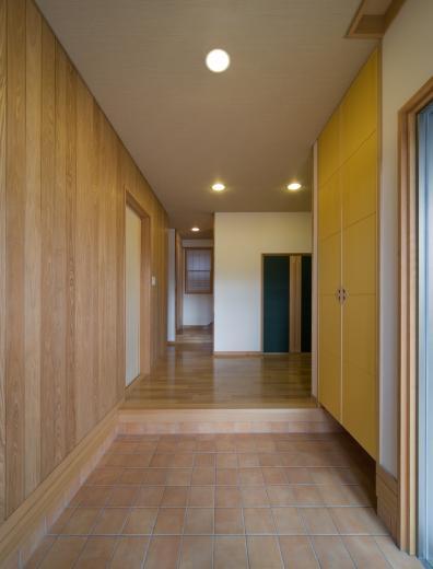 職住近接の暮らし (既存減築工場+新築住宅) 多角形の2階リビングの写真9