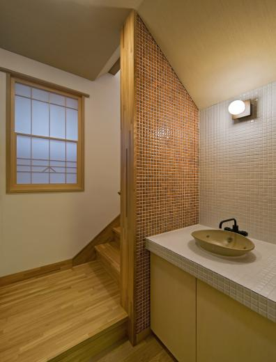 職住近接の暮らし (既存減築工場+新築住宅) 多角形の2階リビングの写真10