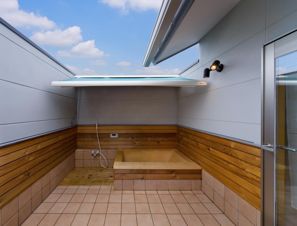 職住近接の暮らし (既存減築工場+新築住宅) 多角形の2階リビングの写真12