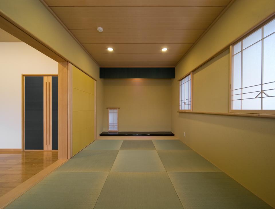 職住近接の暮らし (既存減築工場+新築住宅) 多角形の2階リビングの写真13
