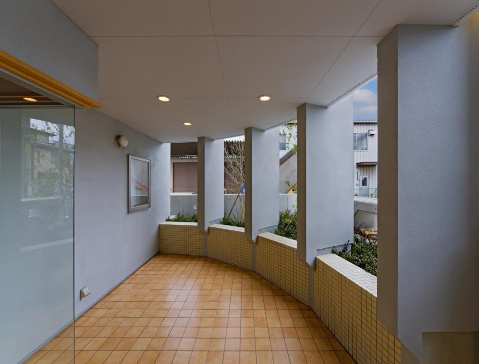 職住近接の暮らし (既存減築工場+新築住宅) 多角形の2階リビングの写真8