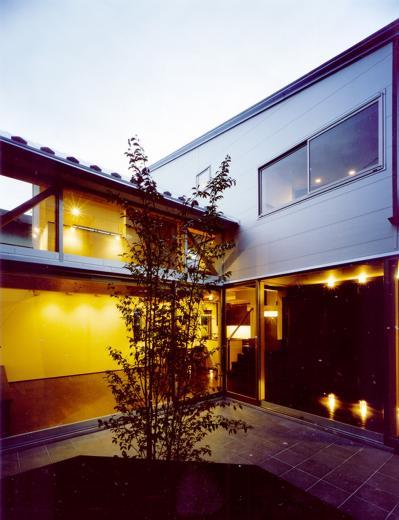 光をつなぐ家の写真0