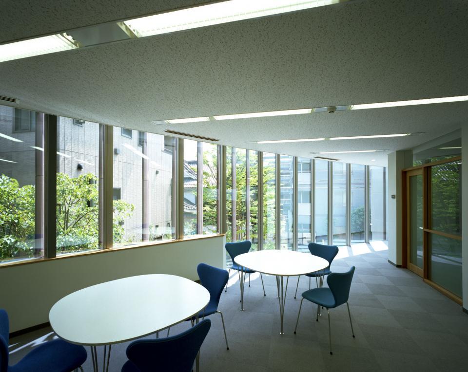 童心社本社ビルの写真4