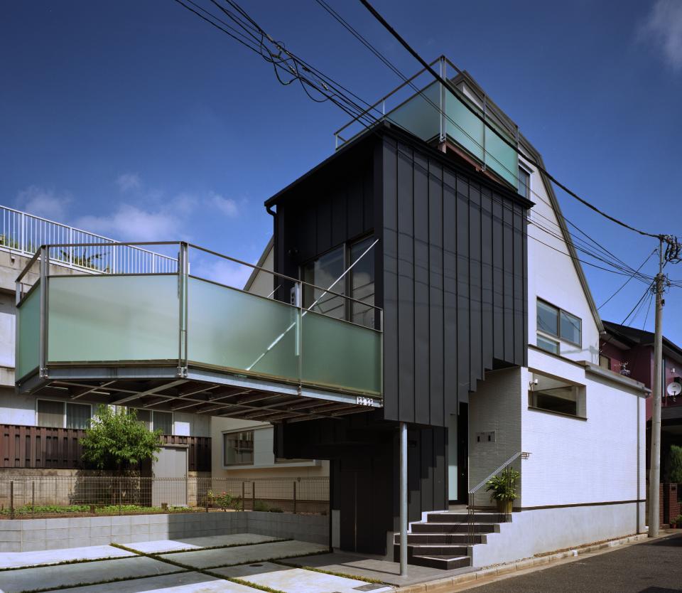 【白鷺の家】  吊り橋のように、宙に浮くバルコニーの家の写真0