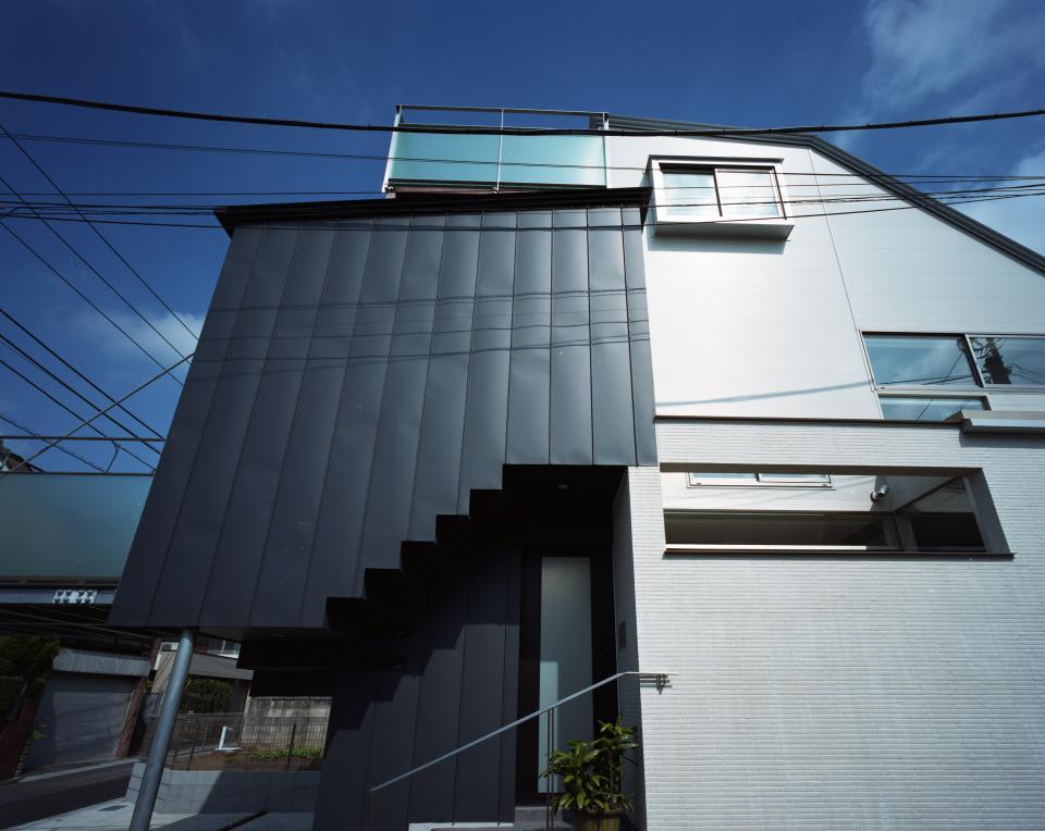 【白鷺の家】  吊り橋のように、宙に浮くバルコニーの家の写真9