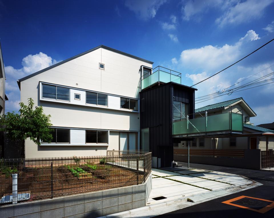 【白鷺の家】  吊り橋のように、宙に浮くバルコニーの家の写真10