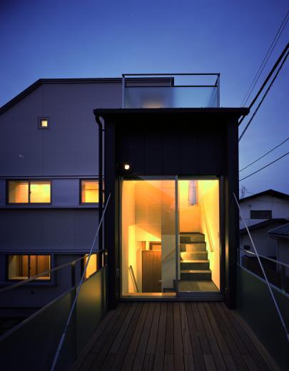 【白鷺の家】  吊り橋のように、宙に浮くバルコニーの家の写真2