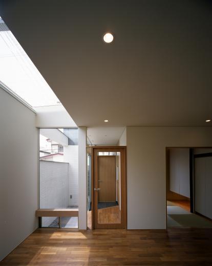 【白鷺の家】  吊り橋のように、宙に浮くバルコニーの家の写真3