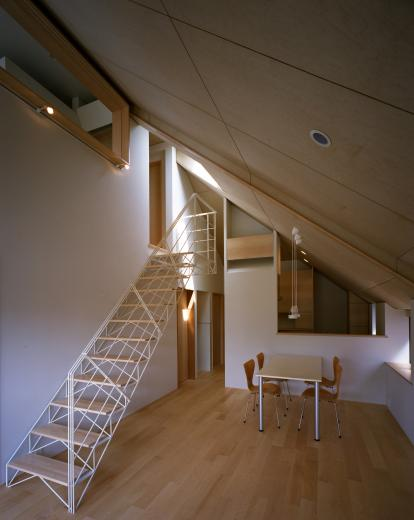 【白鷺の家】  吊り橋のように、宙に浮くバルコニーの家の写真6