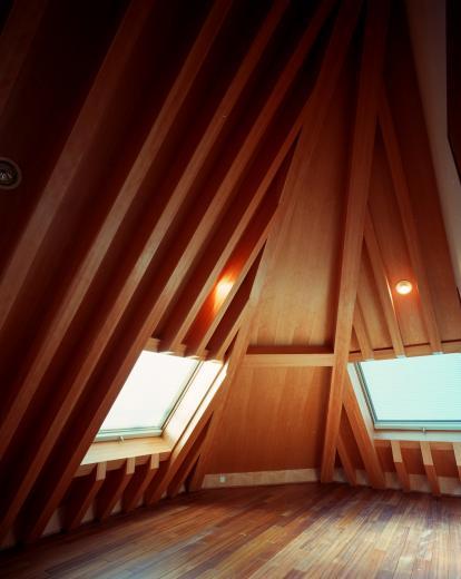 【登り梁の家】  都会の狭小地に立つ山小屋の写真7