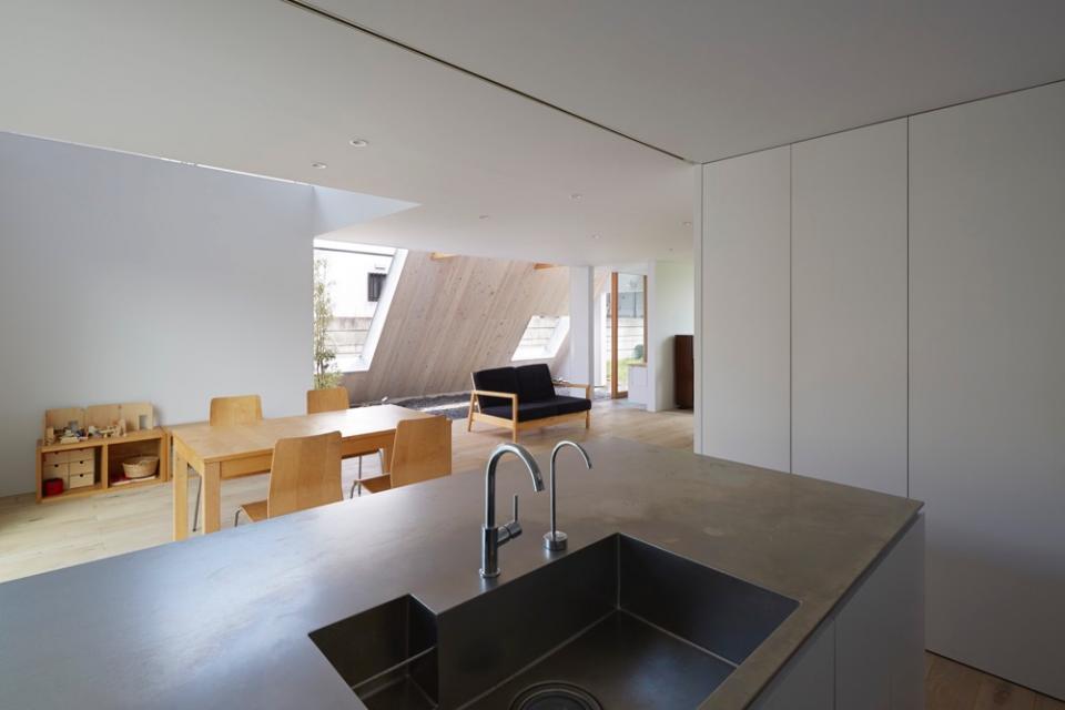 屋根裏部屋の家 house in utsunomiyaの写真2