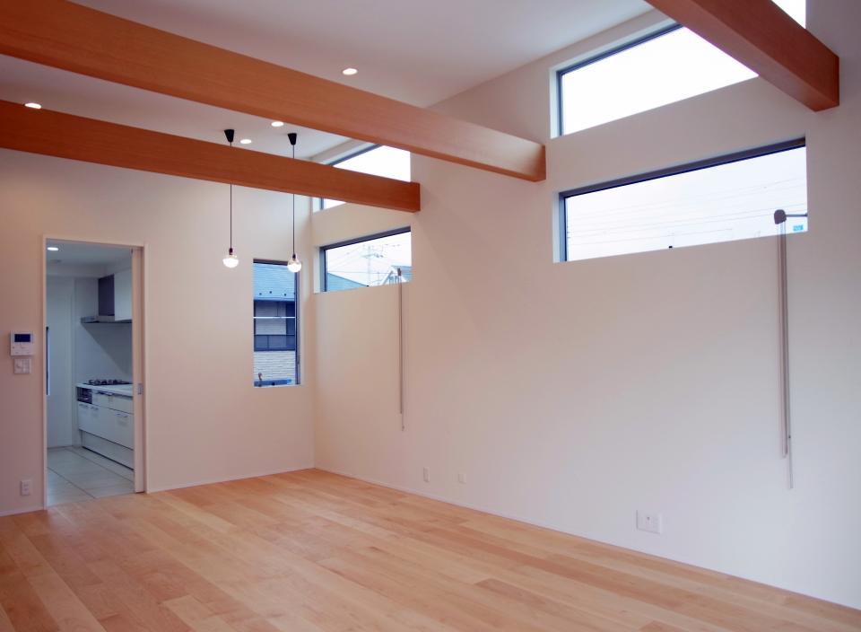 個性的な3階建て住宅の写真1