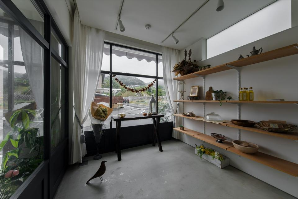春日町の店舗併用住宅の写真2