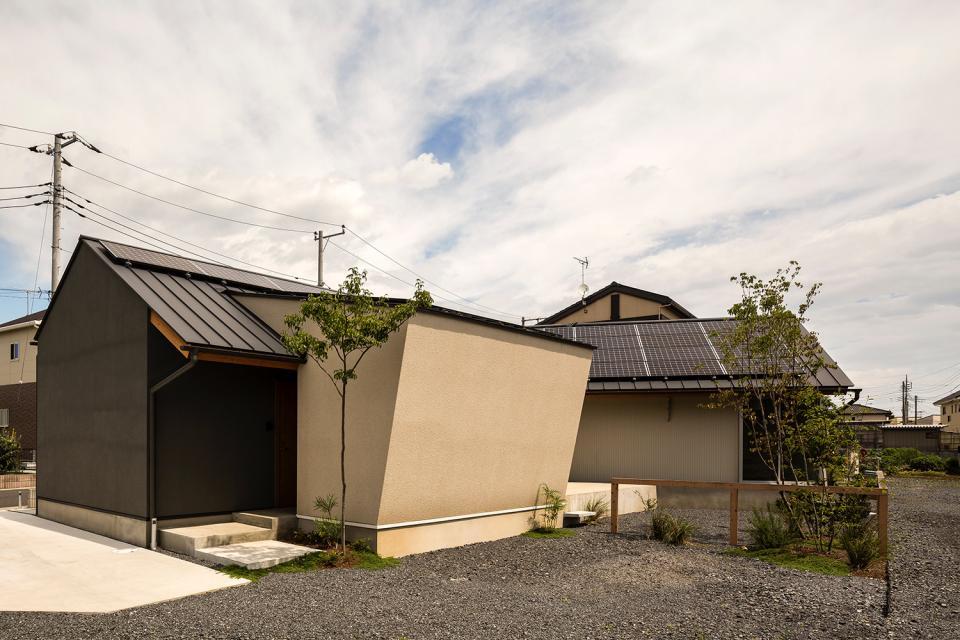 acrab/HUBのような役割を持つ、光庭をめぐる2層の回遊動線をもつ住宅。の写真5