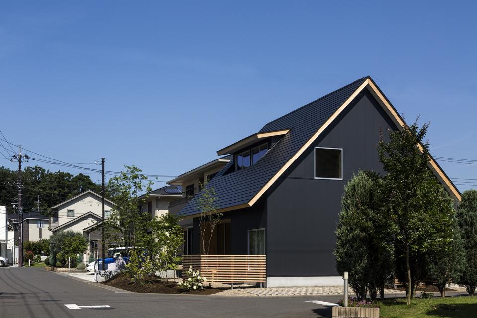 castor/単純な大屋根形状に普遍的な間取りを、立体的断面形状で組み込んでみる。の写真1