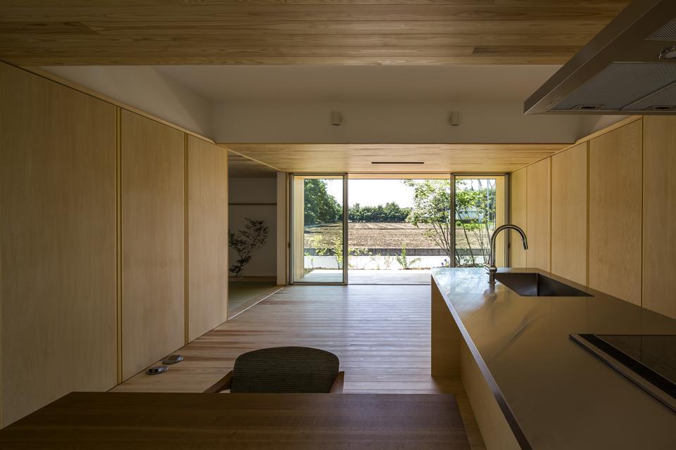 castor/単純な大屋根形状に普遍的な間取りを、立体的断面形状で組み込んでみる。の写真2