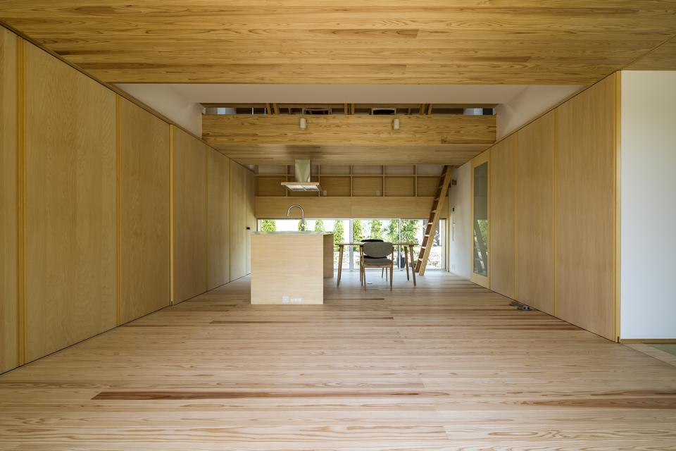 castor/単純な大屋根形状に普遍的な間取りを、立体的断面形状で組み込んでみる。の写真3