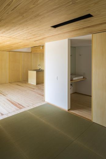castor/単純な大屋根形状に普遍的な間取りを、立体的断面形状で組み込んでみる。の写真8