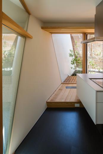 elnath/平面的、立体的な斜めの壁によって構成された空間を考えてみる。の写真6