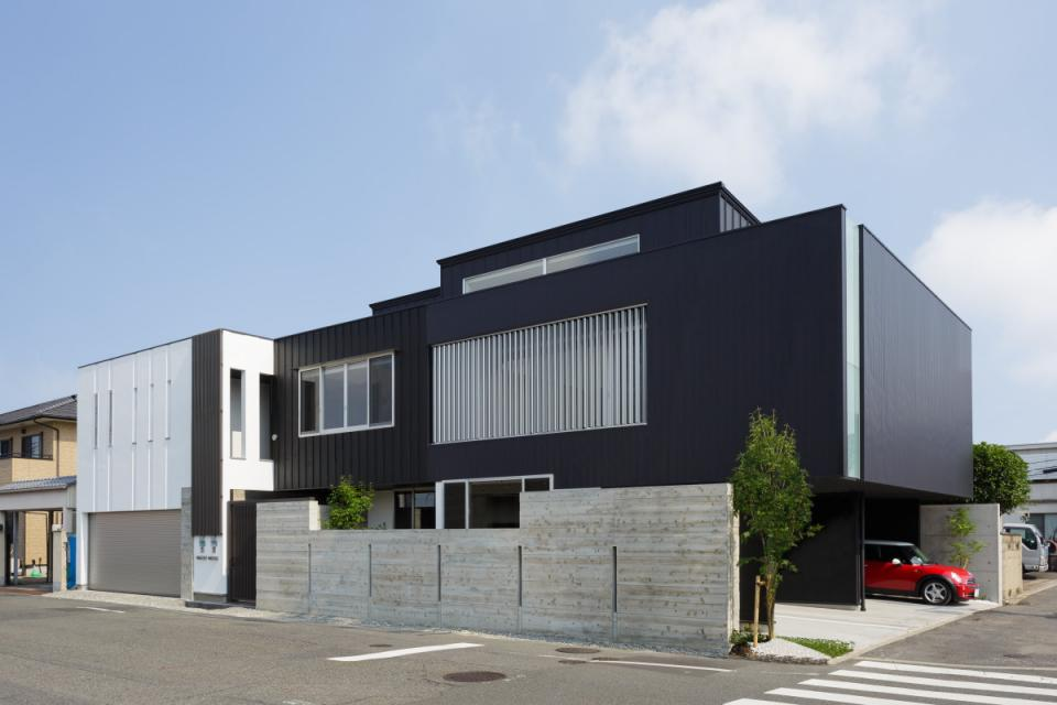 VERTICAL HOUSE (縦格子の家)の写真0