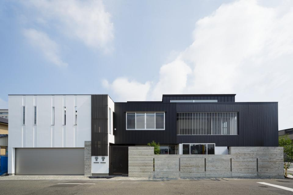 VERTICAL HOUSE (縦格子の家)の写真1