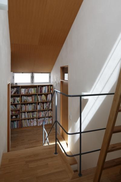 住宅密集地でも開放感と緑を感じる家の写真2